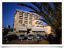Hotel Residence Villa Iolanda - Camere e appartamenti in Hotel, con ristorante e piscina a Lido di Camaiore / Camaiore (Toscana)