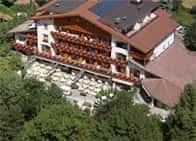 Hotel SunnwiesWellness Hotel con piscina e ristorante a Naturno
