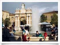 Arco Ganganelli - Arco dei becchi o Arco dei cornuti, a <span class=&#39;notranslate&#39;>Santarcangelo di Romagna</span> (Emilia Romagna)