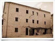 """Museo Galluras - Il museo della """"Femina Agabbadòra"""", a Luras"""
