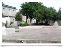 Piazza Gramsci - Monumento - Attrazione turistica, a <span class=&#39;notranslate&#39;>Ales</span> (Sardegna)